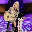 Dolly Parton: Družina 75-letne pevke je ena sama velika katastrofa, res ji ni lahko