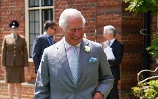 Ajej, princ Charles je res malce štorast, s to potezo je poskrbel za zabavo vseh okrog sebe