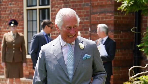 Ajej, princ Charles je res malce štorast, s to potezo je poskrbel za zabavo vseh okrog sebe (foto: Profimedia)