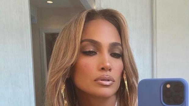 """Ajej, Jennifer Lopez so si takole grdo privoščili, kritiki so jo spraševali: """"Ali imaš doma ogledalo?"""" (foto: Profimedia)"""