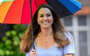 Vau, poglejte si 7 let STAR plašč vojvodinje Kate: V njem je pustila brez sape, res je mojstrica modne reciklaže!