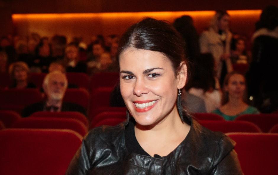 Ana Maria Mitić z barvnim odtenkom šminke, ki ji noro dobro pristoji in je zagotovo hit sezone (foto: mediaspeed.net)