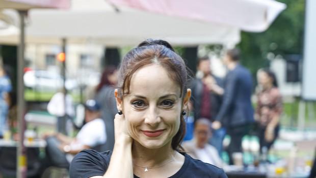 Ojej, Ana Klašnja si je poškodovala nogo, a pred objektiv se je postavila tako, da je marsikomu zavrtela glavo (foto: mediaspeed.net)