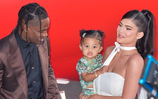 Kylie Jenner na Instagramu potrdila novico, da pričakuje drugega otroka - in odzvala se je tudi babica