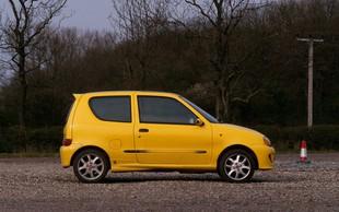 Smeha polna kapa: Ta oglas za prodajo avtomobila je v hipu nasmejal Slovenijo