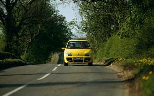 Oglejte si oglas za prodajo avtomobila, ki je nasmejal vso Slovenijo - prava mala komedija vas čaka v opisu
