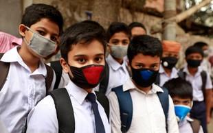 Zaščitne maske so UČINKOVITE pri ustavljanju širjenja covida-19, kaže študija