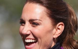 FOTOGALERIJA: Kate Middleton je videti izjemno v vpadljivi jesenski kombinaciji. Takšne je še nismo videli!