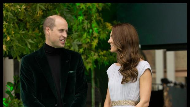 Princ William in vojvodinja Kate požela navdušenje s svojim modnim izborom, videti sta bila sanjsko